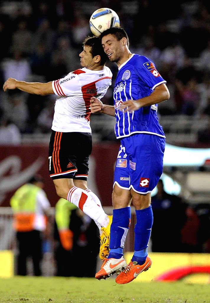 River Plate's Rodrigo Mora (L) vies the ball with Godoy Cruz's Leonel Galeano during the match corresponding to the first division championship of the ...