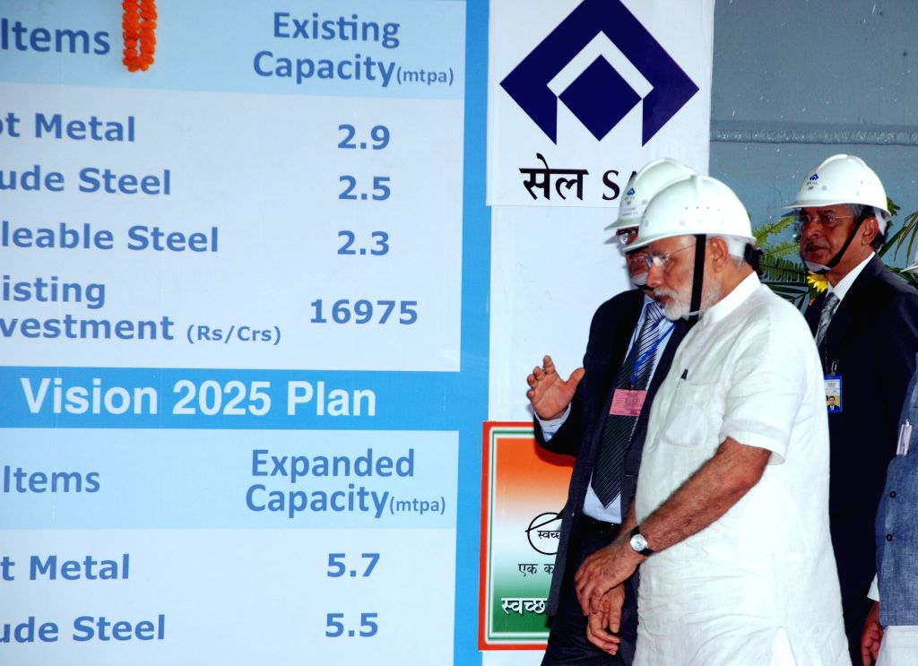 Prime Minister Narendra Modi during his visit to the IISCO Steel plant, at Burnpur, in Asansol, West Bengal, on May 10, 2015. - Narendra Modi