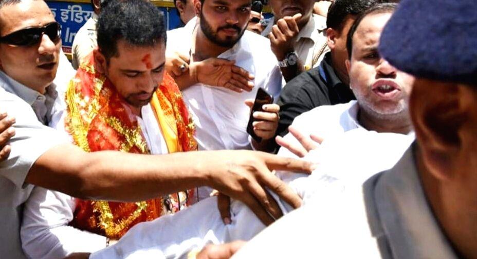 Businessman and Congress General Secretary (Uttar Pradesh East) Priyanka Gandhi's husband Robert Vadra arrives to offer prayers at the famous Goddess Mumbadevi Temple amid tight security in ... - Priyanka Gandhi