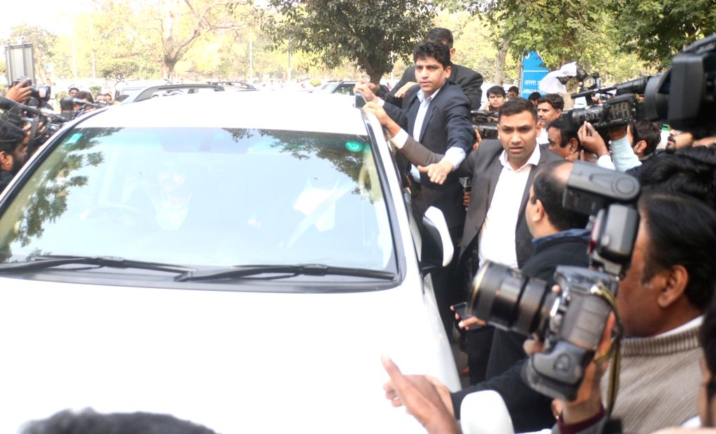 Businessman Robert Vadra arrives to appear before Enforcement Directorate in New Delhi on Feb 6, 201.