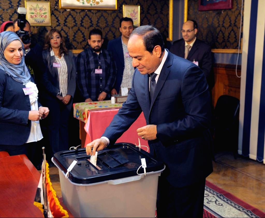CAIRO, March 26, 2018 - Egyptian President Abdel-Fattah al-Sisi (R) casts his ballot at a polling station in Cairo, Egypt, on March 26, 2018. Voting of Egypt's presidential election began on Monday.