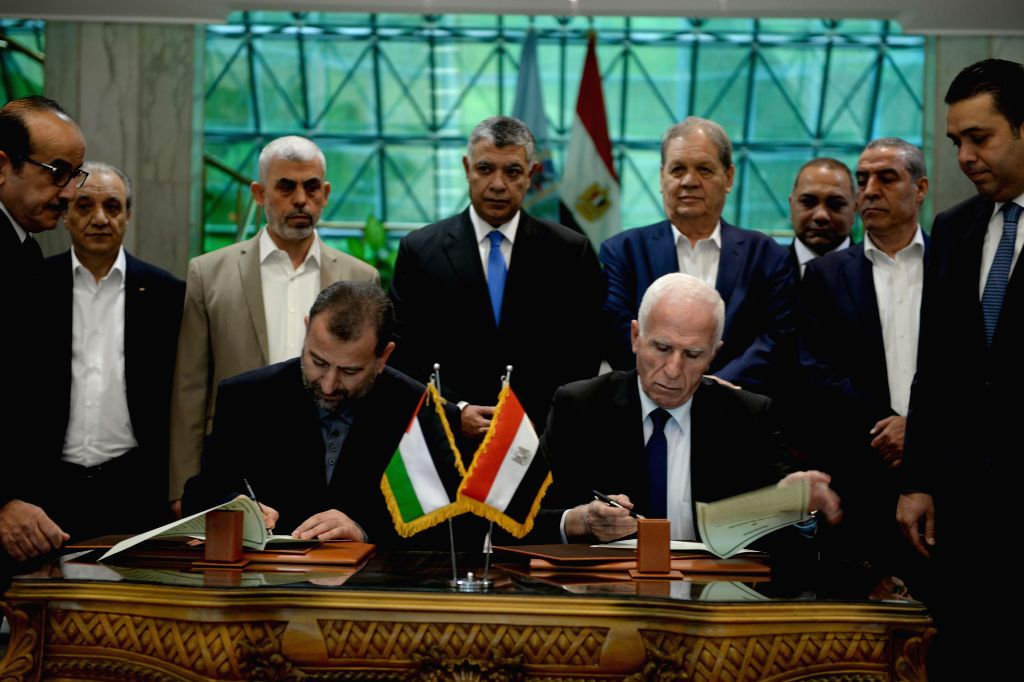 CAIRO, Oct. 12, 2017 - Azzam al-Ahmad of Fatah (front R) and Saleh al-Arouri (front L) of Hamas sign a reconciliation agreement in Cairo, Egypt, on Oct. 12, 2017. Palestinian rival movements Fatah ...