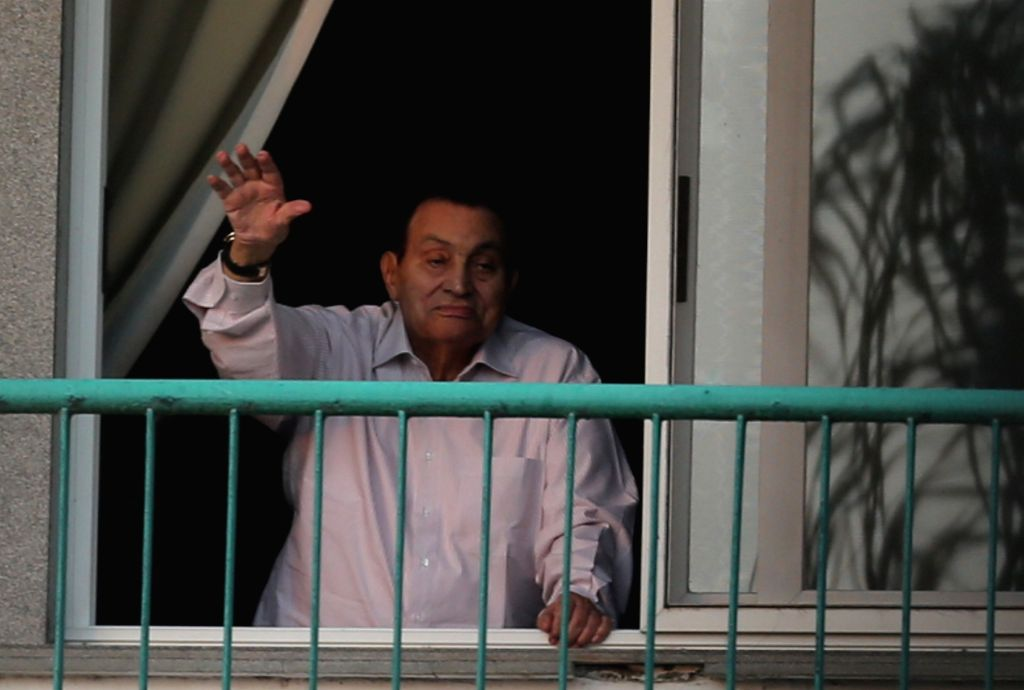 CAIRO, Oct. 6, 2016 - Egypt's former President Hosni Mubarak waves to his supporters when they celebrate the 43rd anniversary of the October 6 War in 1973 against Israel outside Maadi Armed Forces ...