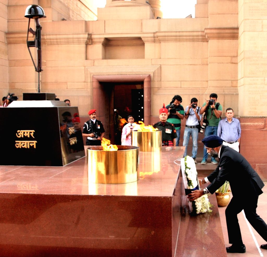Canada Defence Minister Harjit Singh Sajjan lays wreath at Amar Jawan Jyoti, India Gate, in New Delhi on April 18, 2017. - Harjit Singh Sajjan