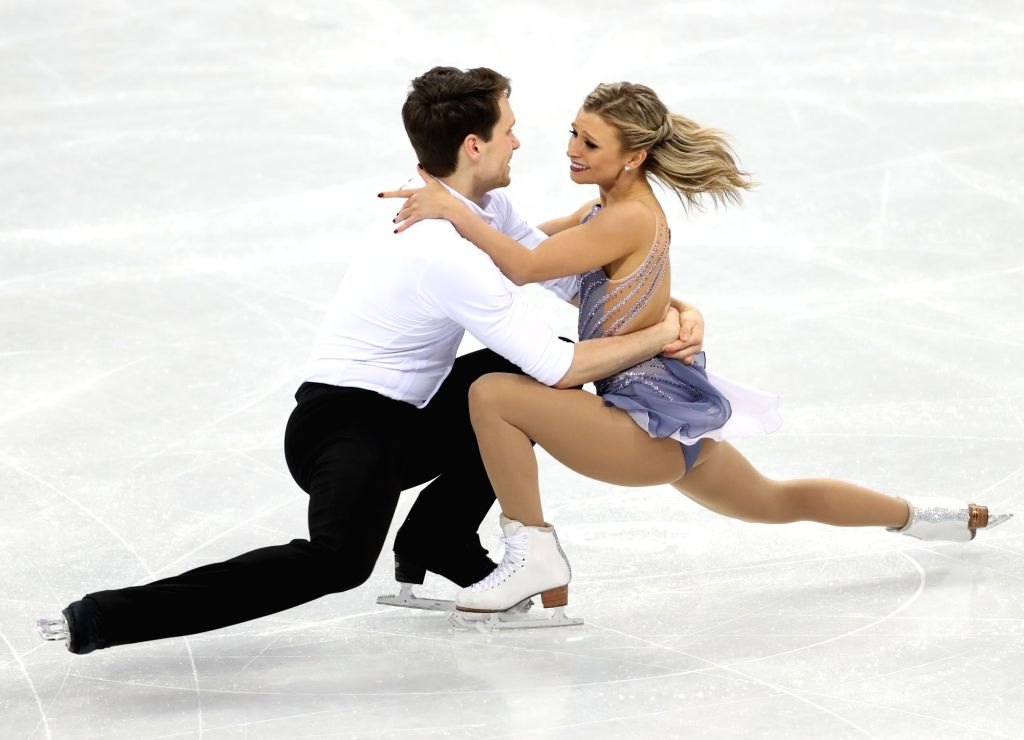 Canada's Kirsten Moore-Towers (R) and Michael Marinaro perform in the figure skating pairs free program at Gangneung Ice Arena in Gangneung, a sub-host city of the ongoing PyeongChang ...