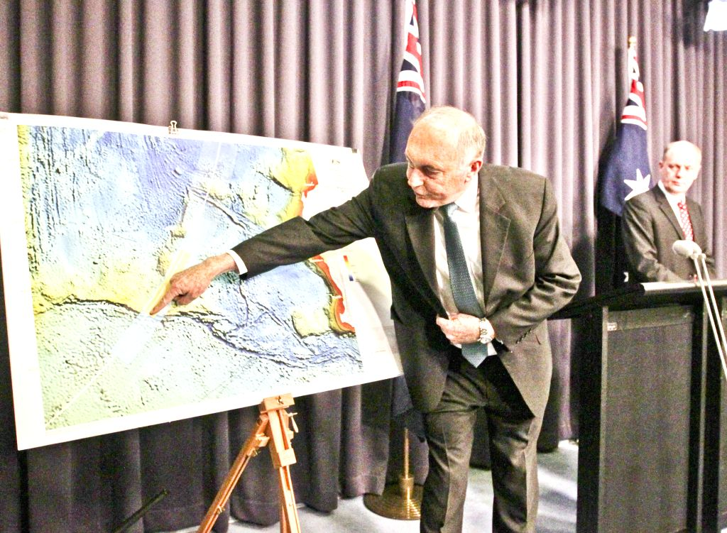 ?C Australian Deputy Prime Minister Warren Truss (L) attends the press conference in Canberra, capital of Australia, Aug. 6, 2014. Warren Truss announced that ...