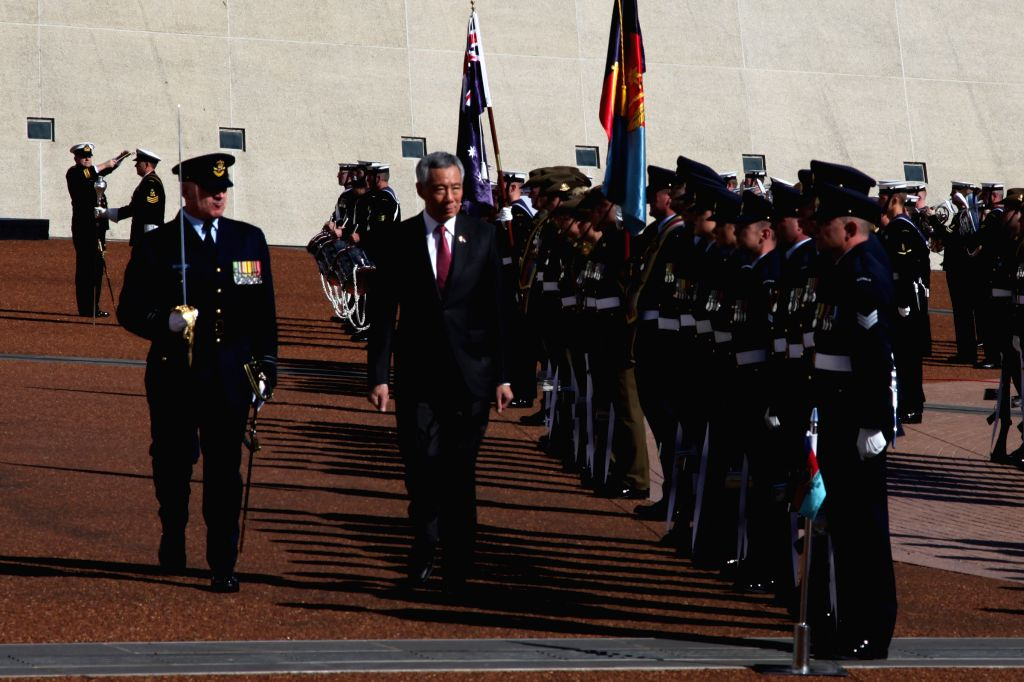 CANBERRA, Oct. 12, 2016 - Visiting Singapore's Prime Minister Lee Hsien Loong?(2nd L) attends his official welcoming ceremony at the front court of Australian Federal Parliament in Canberra, ... - Lee Hsien Loong