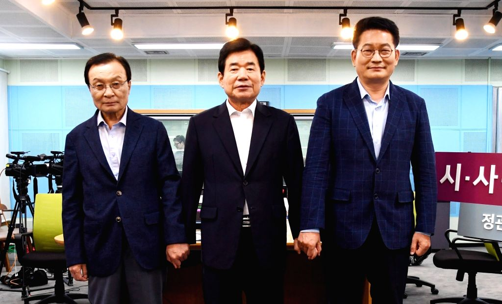 Candidates for the chief of the ruling Democratic Party pose ahead of a radio debate in Seoul on Aug. 6, 2018, ahead of a national convention to elect a new leader on Aug. 25. From left are ...