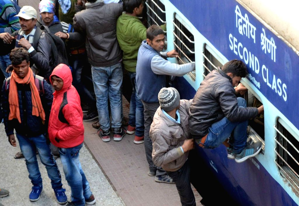 Candidates from Police Restoration Exam rush to board a train while returning for their home at Patna Junction railway station on Jan 12, 2020.