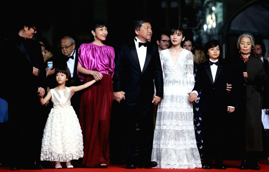"""CANNES, May 13, 2018 - Japanese director Hirokazu Kore-Eda (C) poses with other cast members on the red carpet for the premiere of the film """"Shoplifters"""" during the 71st Cannes ... - Hirokazu Kore-Eda"""