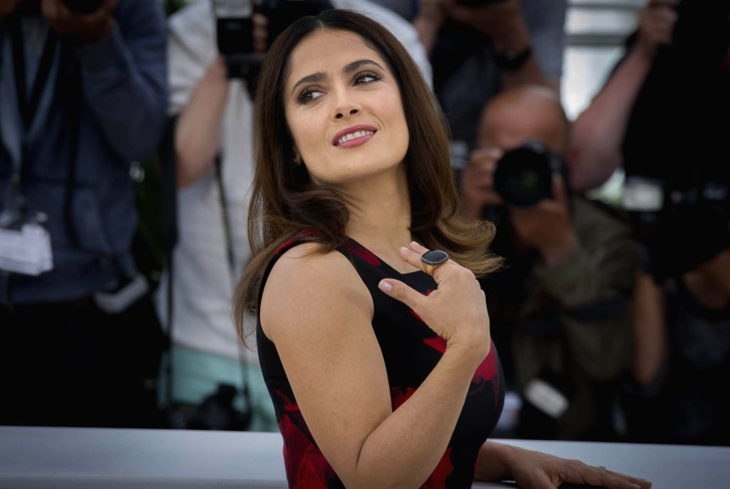 """CANNES, May 14, 2015 (Xinhua) -- Mexican actress Salma Hayek poses during a photocall for the film """"Tale of Tales"""" at the 68th Cannes Film Festival in Cannes, southern France, May 14, 2015. (Xinhua/Chen Xiaowei/IANS) (lrz) - Salma Hayek"""
