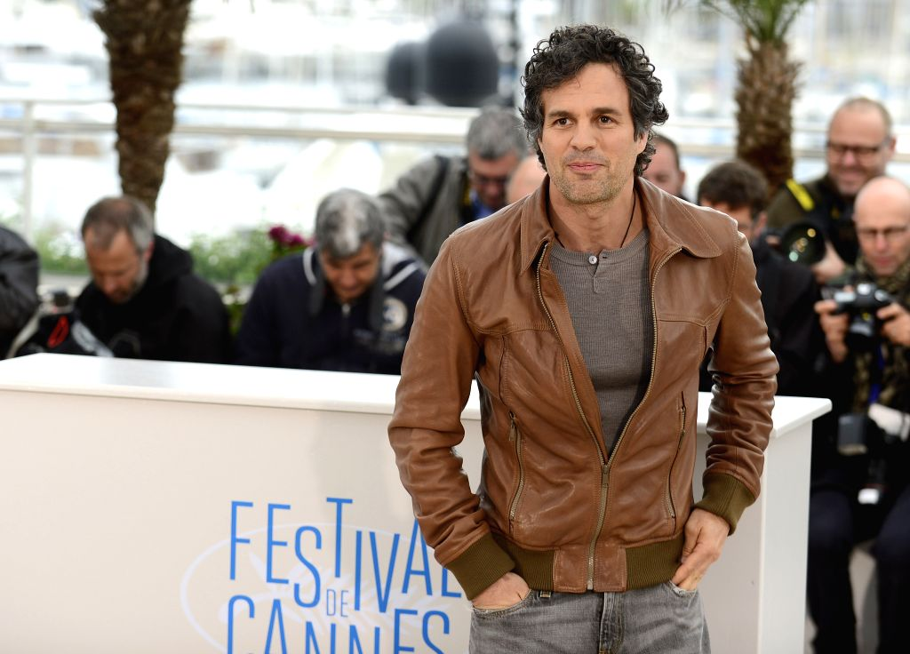 CANNES, May 19, 2014 (Xinhua) -- U.S. actor Mark Ruffalo takes photographs as he poses during the photocall for 'Foxcatcher' at the 67th Cannes Film Festival in Cannes, France, May 19, 2014. The movie is presented in the Official Competition of the f - Mark Ruffalo