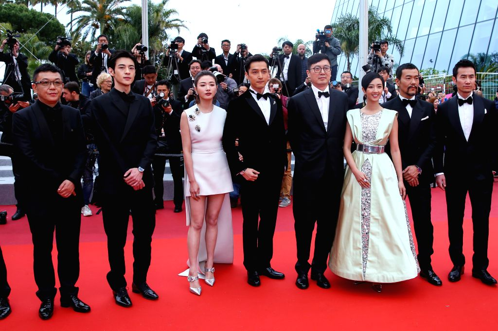 "CANNES, May 19, 2019 - Director Diao Yinan (4th R) and cast members pose on the red carpet for the premiere of the Chinese film ""Wild Goose Lake"" at the 72nd Cannes Film Festival in Cannes, ..."