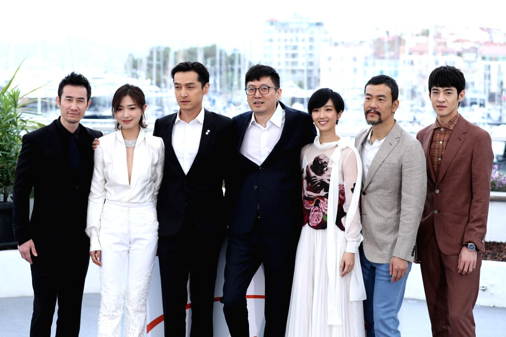 "CANNES, May 19, 2019 - Director Diao Yinan (C) and cast members pose during a photocall for the film ""Wild Goose Lake"" at the 72nd Cannes Film Festival in Cannes, France, May 19, 2019. ... - Diao Yina"