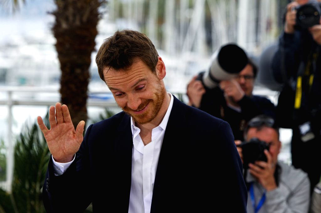 """CANNES, May 23, 2015 (Xinhua) -- Actor Michael Fassbender reacts during the photocall of the film """"Macbeth"""" in competition at the 68th Cannes Film Festival in Cannes, France, on May 21, 2015. (Xinhua/Zhou Lei/IANS) (djj) - Michael Fassbender"""