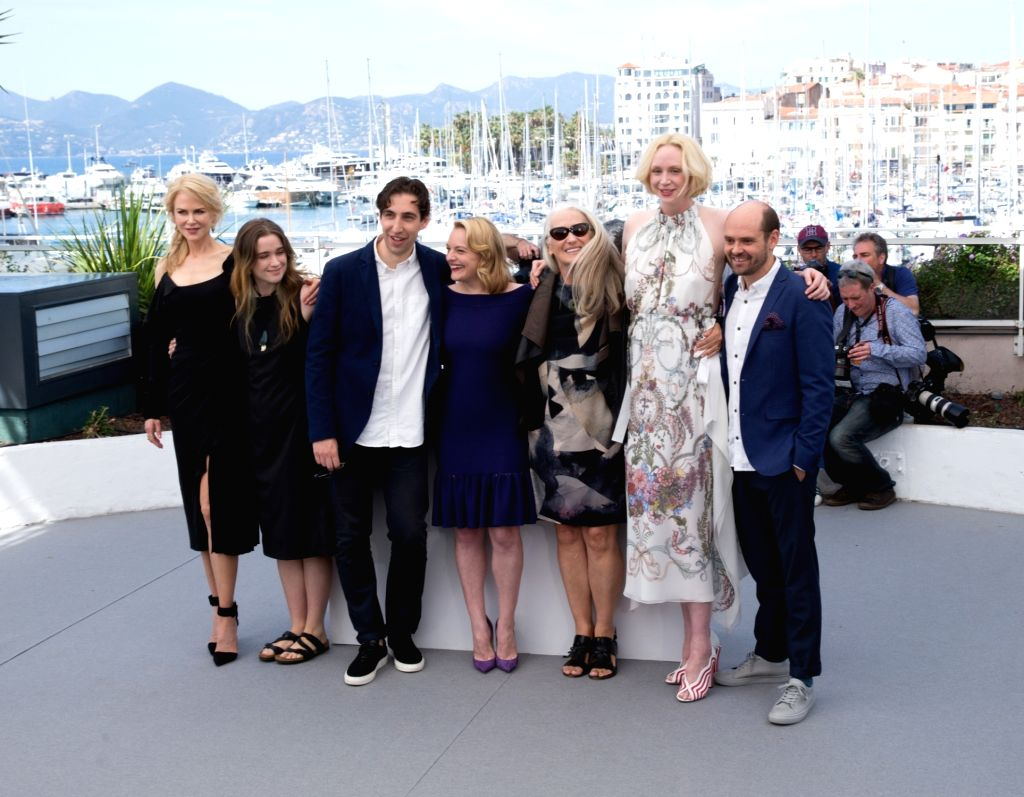 CANNES, May 23, 2017 - Actresses Nicole Kidman, Alice Englert, director Ariel Kleiman, actress Elisabeth Moss, director Jane Campion, actress Gwendoline Christie and David Dencik (From L to R) pose ... - Ariel Kleiman, Nicole Kidman and Alice Englert