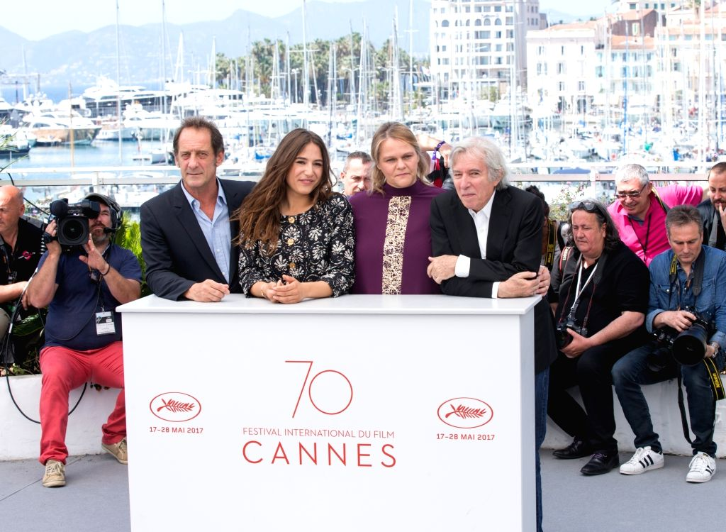 """CANNES, May 24, 2017 - French director Jacques Doillon, actors Severine Caneele, Izia Higelin and Vincent Lindon (From R to L) pose for the photocall of the film """"Rodin"""" during the 70th ... - Jacques Doillon, Severine Caneele, Izia Higelin and Vincent Lindon"""