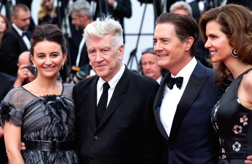 CANNES, May 26, 2017 - US director David Lynch (2nd L), his wife Emily Stofle (1st L), US actor Kyle MacLachlan (2nd R) and his wife Desiree Gruber (1st R) pose on the red carpet for the screening of ... - David Lynch