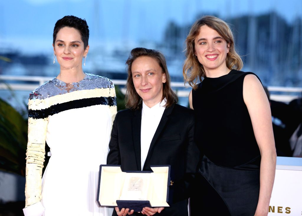 """CANNES, May 26, 2019 - French director Celine Sciamma (C), winner of the Best Screenplay prize for the film """"Portrait of a Lady on Fire"""" poses during a photocall at the 72nd Cannes Film ... - Celine Sciamma"""