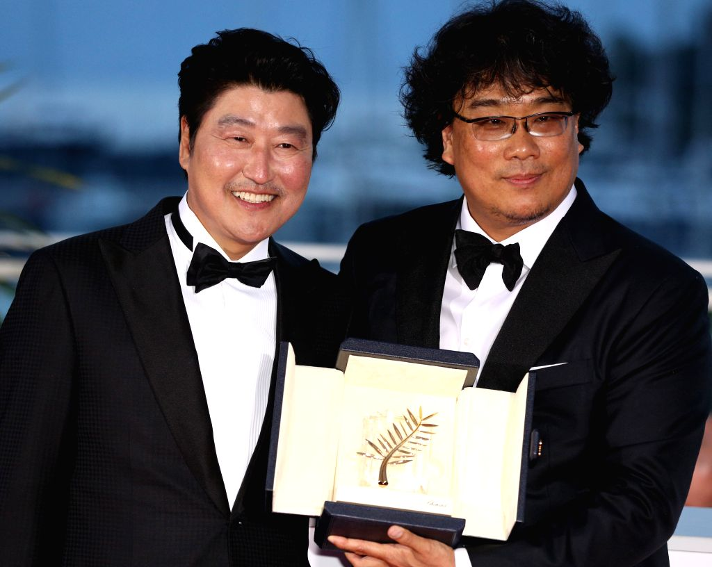 """CANNES, May 26, 2019 - South Korean director Bong Joon-Ho (R), winner of the Palme d'Or award for the film """"Parasite"""" poses with actor Song Kang-ho during a photocall at the 72nd Cannes ... - Bong Joon-H"""