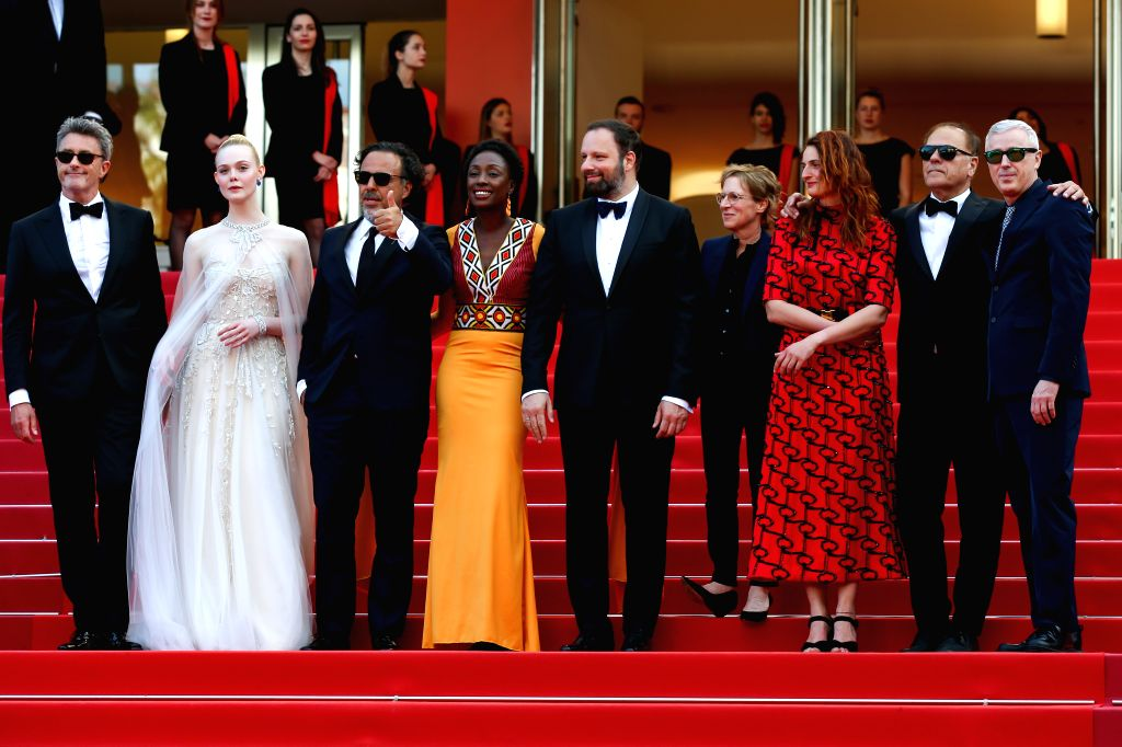 CANNES, May 26, 2019 (Xinhua) -- Jury members pose on the red carpet of the closing ceremony of the 72nd Cannes Film Festival, in Cannes, France, on May 25, 2019. The curtain of the 72nd edition of the Cannes Film Festival fell on Saturday evening, w