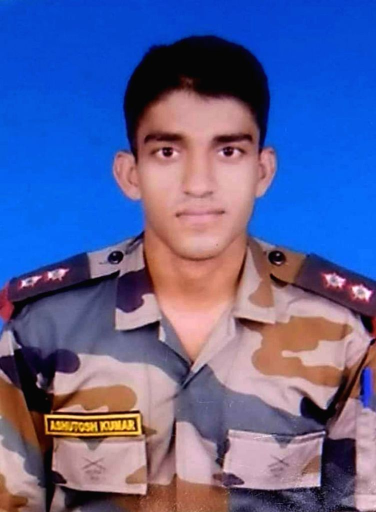 Captain Ashutosh Kumar of 18 Madras Regiment who was martyred in a gun battle with terrorists on the Line of Control in the Machil sector of north Kashmir???s Kupwara on Nov 8, 2020. (File ... - Ashutosh Kumar