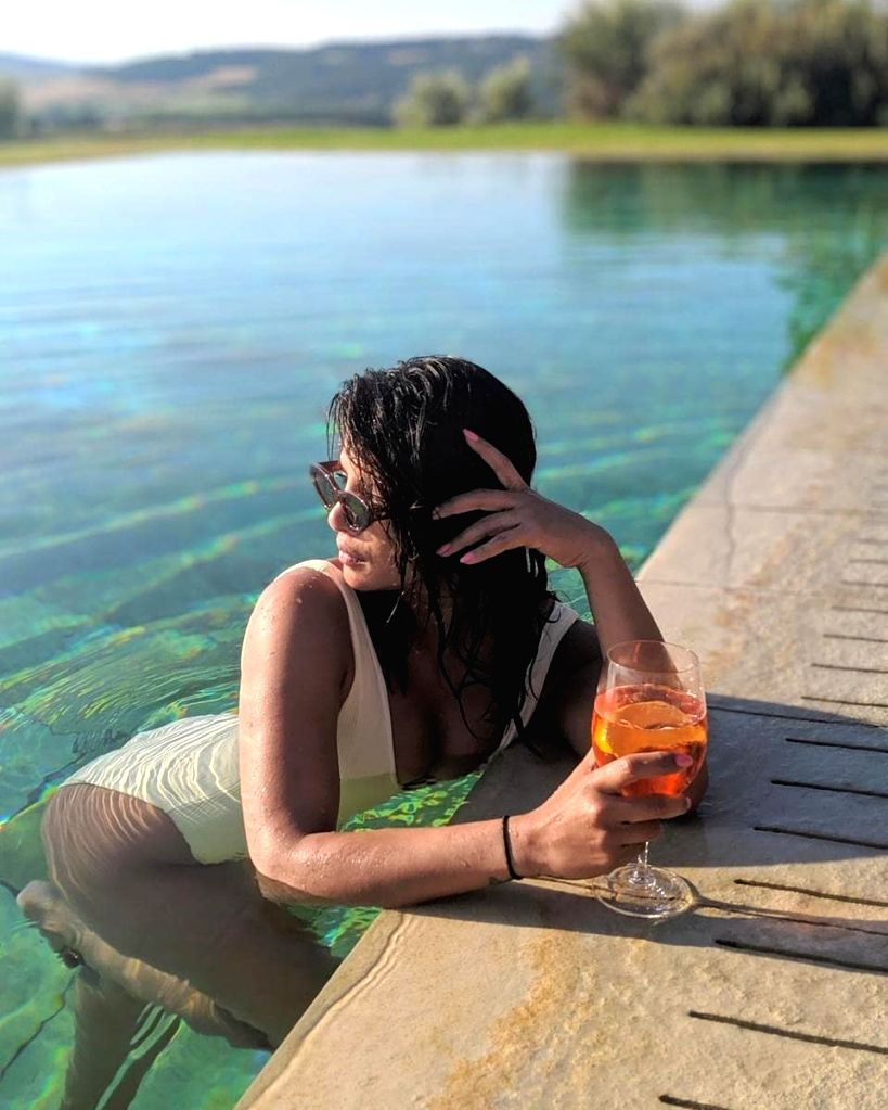 Caption: Indian actress Priyanka Chopra Jonas is making the best use of her vacation in Florence, Italy as she makes her American pop singer husband Nick Jonas click her stunning photographs. Priyanka on Sunday shared a string of photographs of her p - Priyanka Chopra Jonas