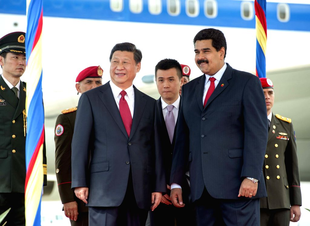 Chinese President Xi Jinping (L Front) attends a welcoming ceremony held for him by his Venezuelan counterpart Nicolas Maduro (R Front) in Caracas July 20, 2014. ...