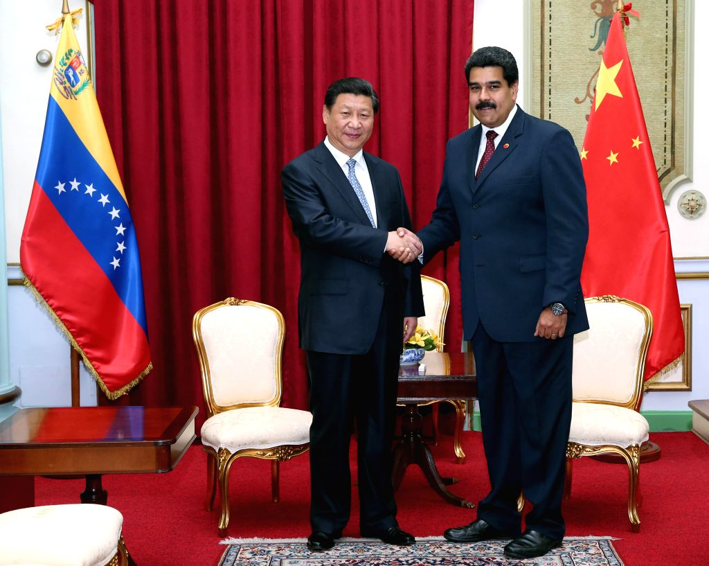 Chinese President Xi Jinping (L) meets with his Venezuelan counterpart Nicolas Maduro in Caracas July 20, 2014.