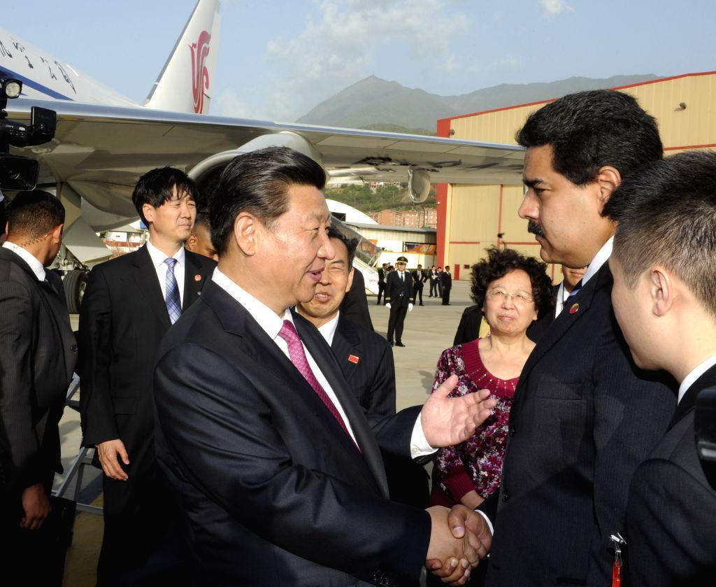 Chinese President Xi Jinping (C) bids farewell to his Venezuelan counterpart Nicolas Maduro (R) in Caracas, capital of Venezuela, July 21, 2014. Xi Jinping ...