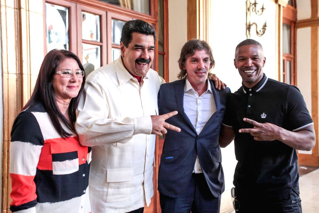 CARACAS, Oct. 5, 2016 - Venezuelan President Nicolas Maduro (2nd L) poses for photos with US actors Lukas Haas (2nd R) and Jamie Foxx (1st R) at presidential palace of Miraflores in Caracas, capital ... - Lukas Haas