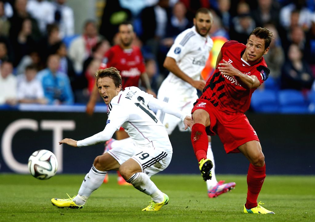 Luka Modric(L) of Real Madrid vies with Grzegorz Krychowiak of Sevilla during the UEFA Super Cup match between Real Madrid and Sevilla at Cardiff City Stadium in ...