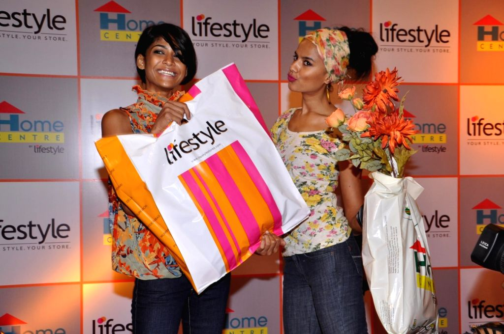 Carol Gracias and Bhavna in a shopping spree at Lifestyle store of Ghatkopar.