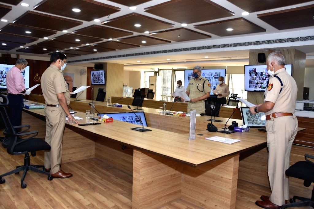 Carry out corona prosecutions in crowded places: Delhi CP to cops.