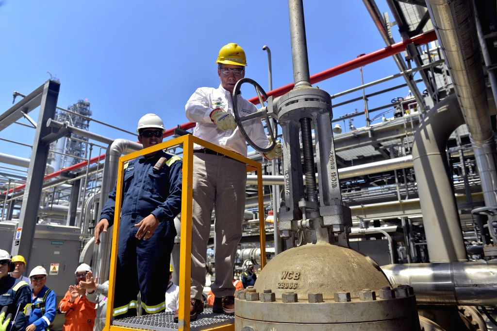 CARTAGENA, Oct. 22, 2015 (Xinhua) -- Photo provided by Colombia's Presidency shows Colombian President Juan Manuel Santos (front) opening the first valve during the opening ceremony of operations of the Refinery of Cartagena, in Cartagena, Colombia,