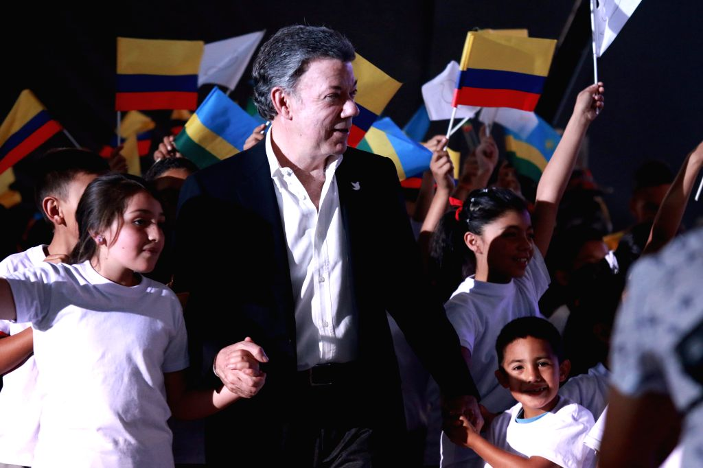 CARTAGENA, Oct. 7, 2016 - Image provided by Colombia's Presidency taken on Oct. 1, 2016 shows Colombian President Juan Manuel Santos (C) interacting with students before a volleyball match in Bogota, ...
