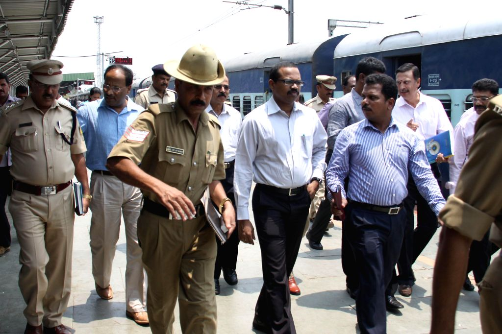 CB-CID team of Tamil Nadu led by SP Jayagowri and SP Anbu inspect Bangalore City Railway Station after the two bomb blasts that took place in two different coaches of a train as it chugged into the ..