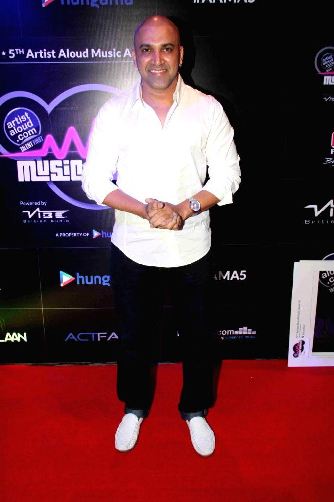 Celeb during the 5th Artist Aloud Music Awards 2016 in Mumbai on April 20, 2016. - Aloud Music Awards