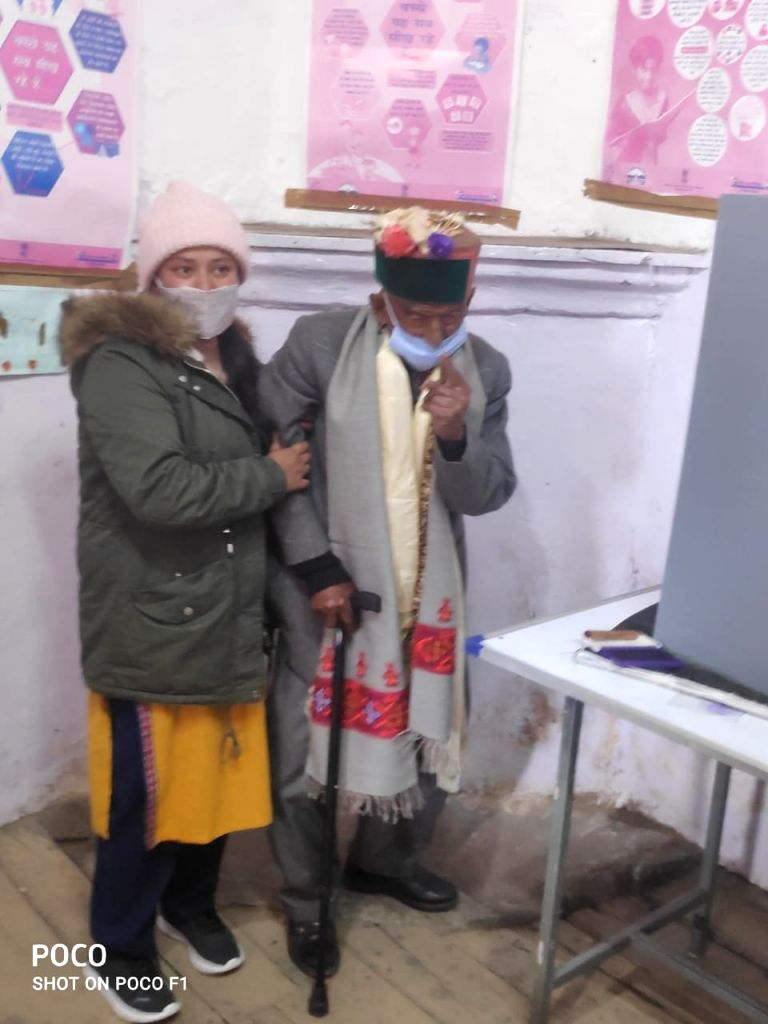 Centenarian Negi, one of the oldest in Himachal cast vote