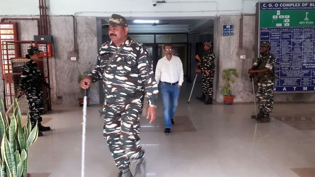 Central Reserve Police Force personnel deployed at the CBI office in Kolkata on Feb 4, 2019.