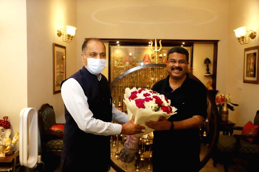 Centre providing oxygen cylinders, says Himachal CM
