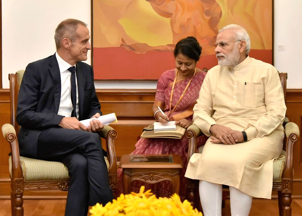 Chairman and CEO, Schneider Electric, Jean-Pascal Tricoire calls on the Prime Minister Narendra Modi, in New Delhi on October 12, 2016. - Narendra Modi