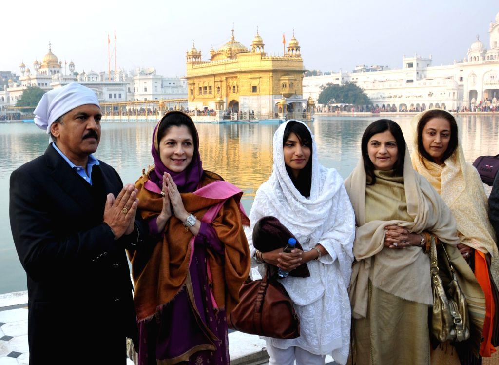 Chairman & Managing Director Mahindra & Mahindra, Anand Mahindra along with family members paying obeisance at Golden Temple, Amritsar on Dec. 14, 2013.
