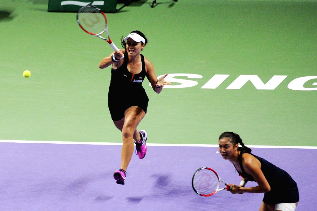Chan Yung-Jan (L) and Chan Hao-Ching of Chinese Taipei compete during the women's doubles semi-final match against Martina Hingis of Switzerland and Sania Mirza ... - Martina Hingis and Sania Mirza