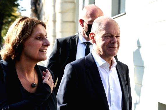 Chancellor candidate of German Social Democratic Party (SPD) Olaf Scholz (R) and his wife arrive at a polling station to cast votes in Potsdam, Germany, Sept. 26, 2021.