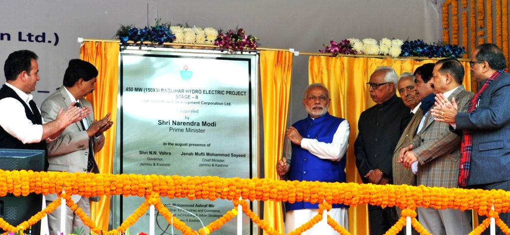 :Chanderkote: Prime Minister Narendra Modi unveil the plaque to inaugurate the Baglihar Hydro Electric Project, at Chanderkote, Ramban, in Jammu and Kashmir on Nov. 7, 2015. Also seen Jammu and ... - Narendra Modi