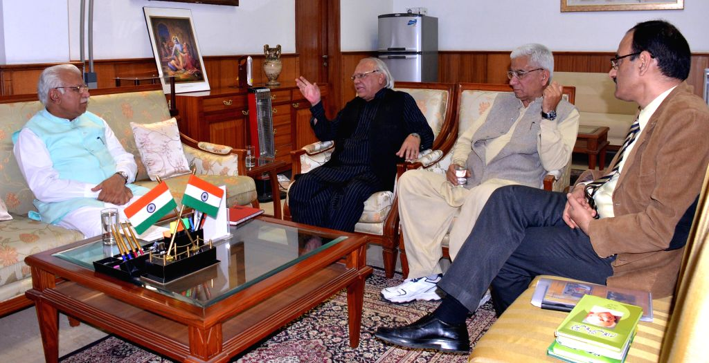 A delegation representing the Pakistani press calls on Haryana Chief Minister Manohar Lal Khattar in Chandigarh, on March 10, 2015. - Manohar Lal Khattar