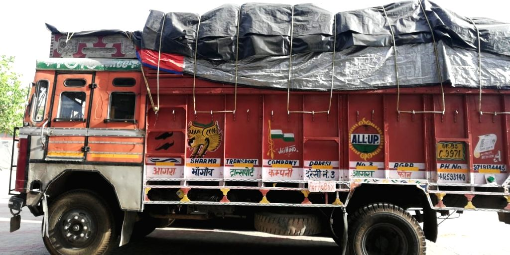 Chandigarh, April 26 (IANS) A truck carrying at least 40 migrant labourers was impounded in Bathinda in Punjab on Sunday as it was on way from Gwalior in Madhya Pradesh to drop them off in various towns of the state amid the nationwide lockdown, poli