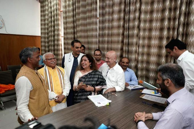 Chandigarh: BJP MP and the party's Lok Sabha candidate from Chandigarh, Kirron Kher accompanied by her actor husband Anupam Kher, Uttarakhand Chief Minister Trivendra Singh Rawat and Haryana Chief Minister Manohar Lal Khattar, files her nomination fo - Trivendra Singh Rawat, Kirron Kher, Anupam Kher and Manohar Lal Khattar