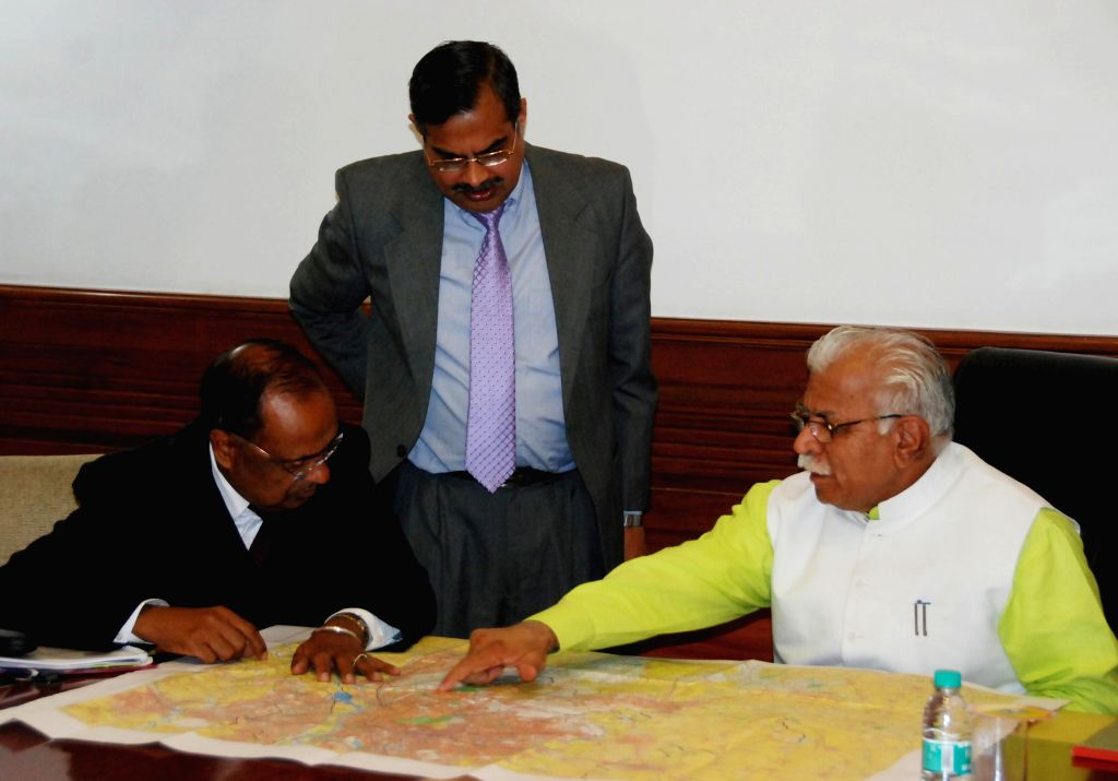 Haryana Chief Minister Manohar Lal Khattar reviews the proposed route map of Metro Link Project from Gurgaon to Ballabhgarh (Faridabad), in Chandigarh, on Dec 17, 2014. - Manohar Lal Khattar
